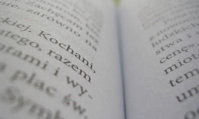 800px-Zdjęcie_makro_książki