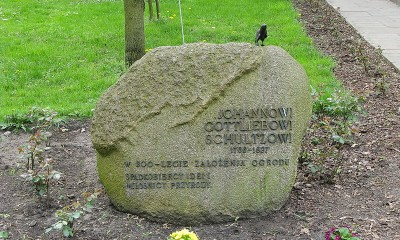 800px-Johann_Gottlieb_Schultz_Monument