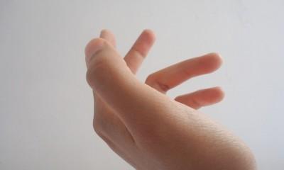 hand-733787_640