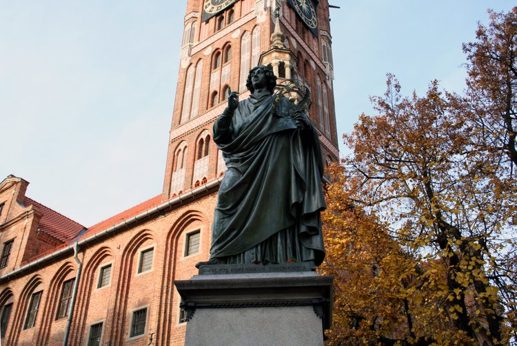 Kopernik_monument_torun