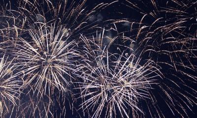 fireworks-572453_640