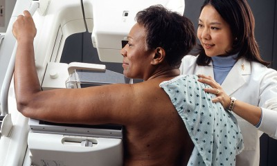 750px-Woman_receives_mammogram
