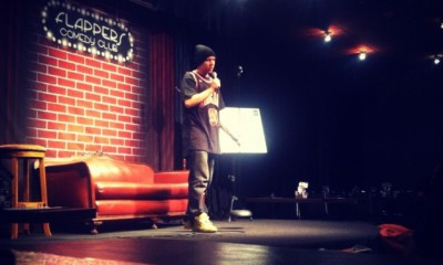 Donovan_Strain_performing_stand-up_at_Flappers_Comedy_Club_in_Burbank,_CA_2013