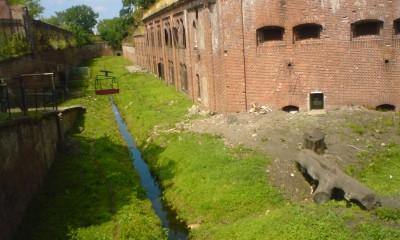 Fort_IV_fosa