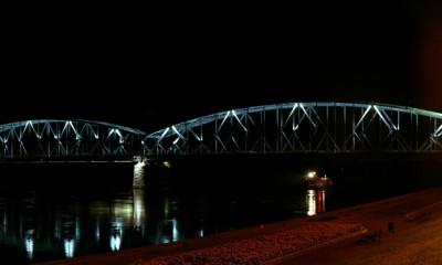 Most_drogowy_im._Józefa_Piłsudskiego_w_Toruniu_nocą
