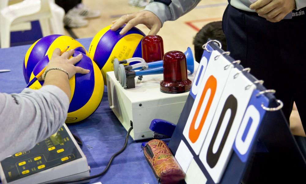 Mesa_de_anotadores_de_voleibol-1000x600