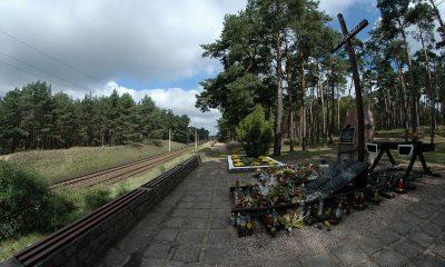 1200px-Pomnik_katastrofy_pod_otłoczynem_2
