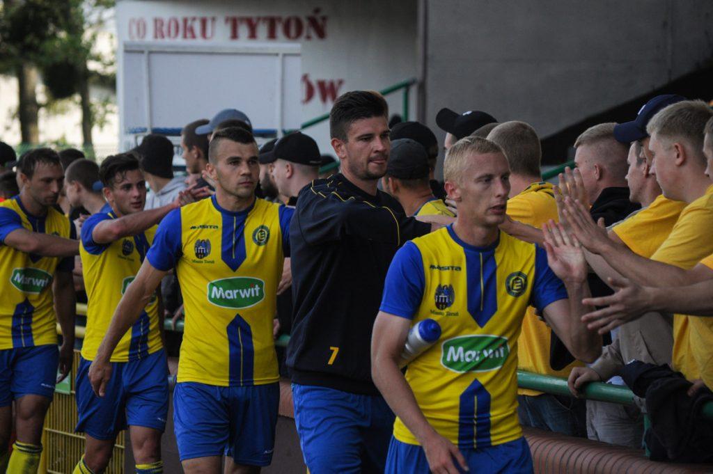 W pierwszym domowym meczu nowego sezonu Elana pokonała Świt Skolwin 1:0 (fot. Maciej Gorczyński/chillitorun.pl)