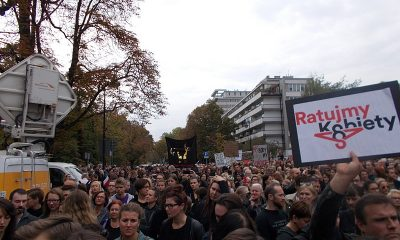 800px-Czarny_protest_inicjatywy_Ratujmy_Kobiety_2016_10_01_w_Warszawie_01