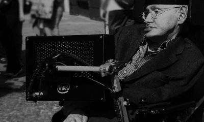 800px-Stephen_Hawking_in_Cambridge