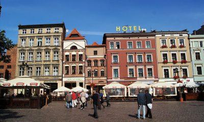 1024px-Rynek_Staromiejski,_Toruń