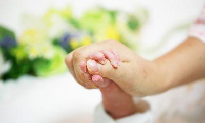 Niesamowita historia bohatera, który odebrał poród syna na podłodze (fot. pixabay)