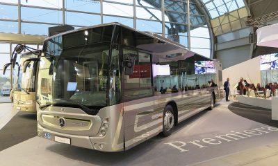 1200px-Mercedes-Benz_Conecto_TransExpo_2016_(07)_Travelarz