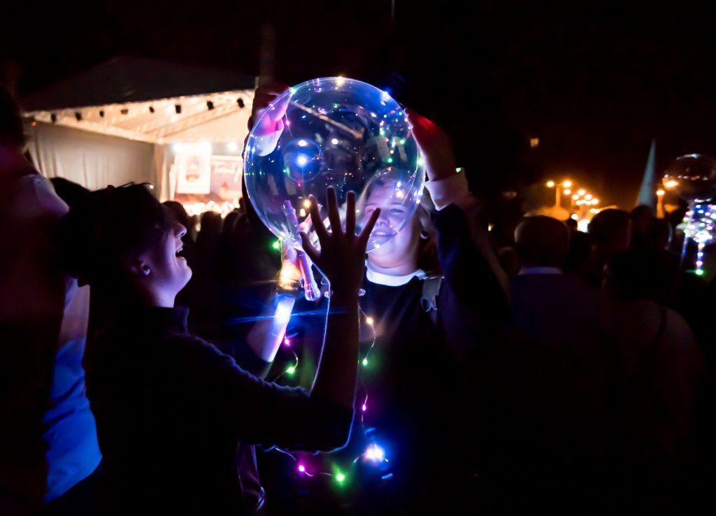 Szczególną popularnością cieszą się w tym roku świecące balony