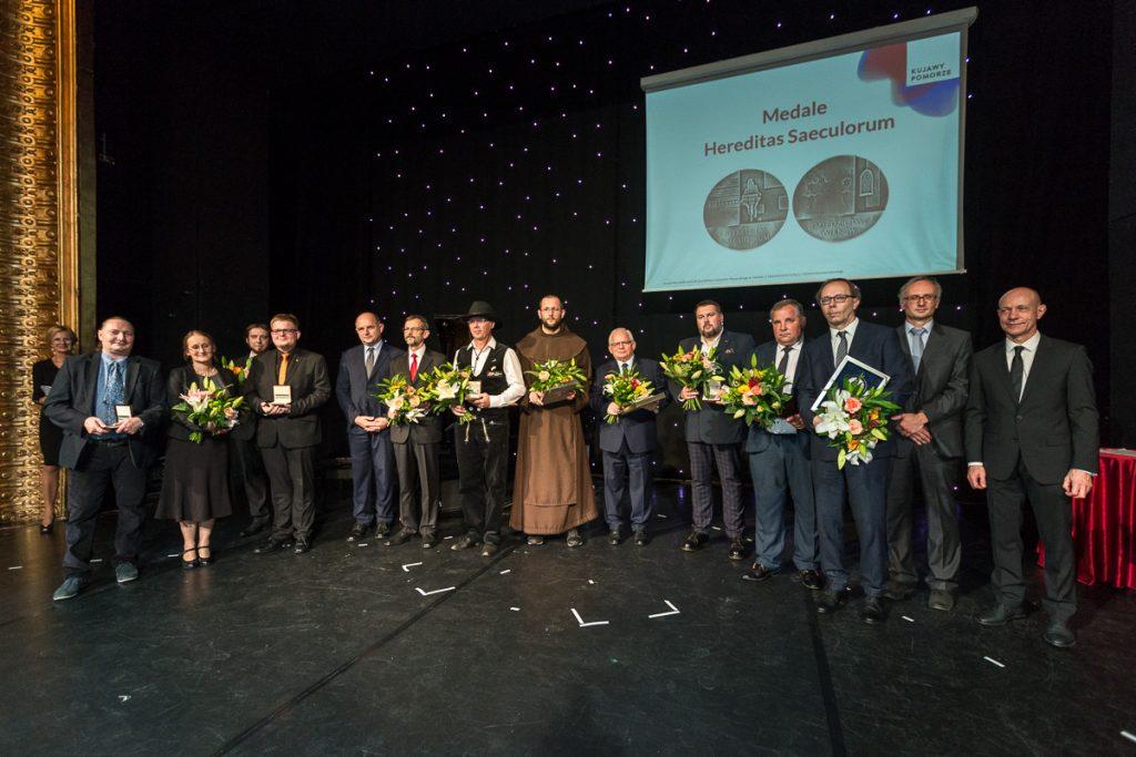 Wręczenie medali Hereditas Saeculorum (fot. Szymon Zdziebło/Tarantoga.pl)