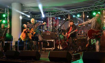 1024px-Konzert_der_Band-Elektrische_Gitarren_0246