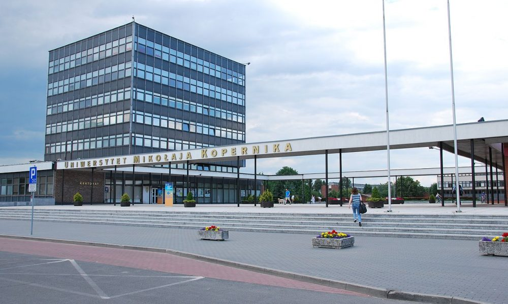 1280px-Nicolaus_Copernicus_University_in_Toruń_rectors_office-1000x600-1