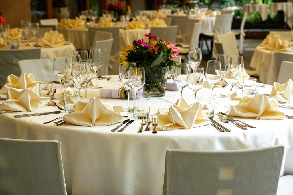 tablecloth-3336687_12802