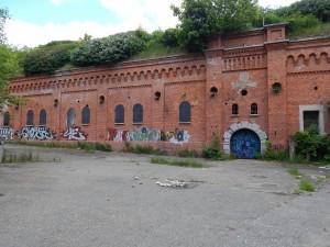 Fasada koszar szyjowych Fortu I