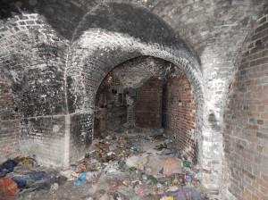 Wnętrze lewej kaponiery barkowej Fortu VII